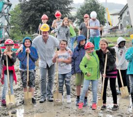 Reinach: Spatenstich Schulhaus Pfundmatt